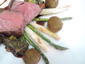 Flat Iron Steak vom U.S. - G.O.P.-Rind -sous vide gegart und gebraten-