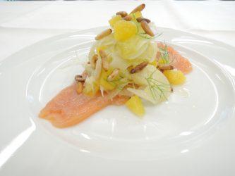 Hausgebeizter Lachs - Fenchel-Orangen-Salat - Pinienkerne